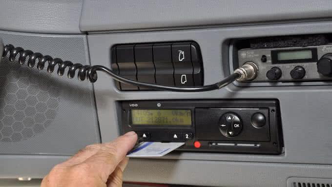 datos del tacógrafo, archivos de registro del controlador (archivos DDD), conducción, horaios, disponibilidad y descansos.